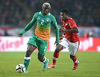 Fussball International  Freundschaftsspiel   14.11.2012 Oesterreich - Elfenbeinkueste Arouna Kone (li, Elfenbeinkueste) gegen David Alaba (Oesterreich)