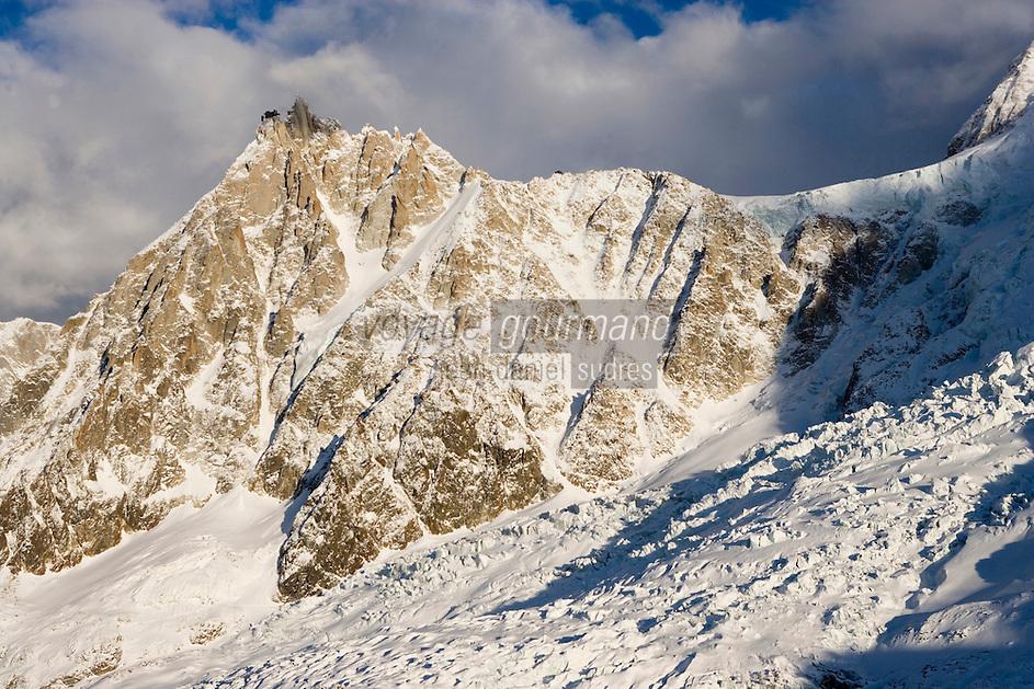 Europe/France/Rhone-Alpes/74/Haute-Savoie/ env de Megève et Chamonix :le massif du Mont-Blanc Vue Aerienne - l'Aiguille  du Midi 3842 m