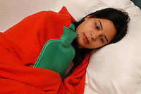 Ragazza con una borsa di acqua calda. Girl with hot water bag. ....