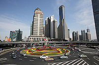 Traffic passes through a roundabout in Shanghai's Lujiazui central business district.<br />