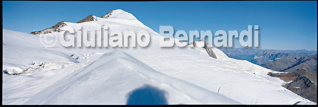 PJ450 Val di Pejo in inverno, immagini dei villaggi,delle montagne, delle baite, delle piste di sci e attivit&agrave; sportive,<br /> Pejo in winter, images of the villages, mountains, mountain huts, the ski slopes and sporting activities,<br /> Pejo im Winter, Bilder der D&ouml;rfer, Berge, Bergh&uuml;tten, den Skipisten und sportlichen Aktivit&auml;ten,<br /> Pejo en hiver, les images des villages, des montagnes, des cabanes de montagne, les pistes de ski et des activit&eacute;s sportives,<br /> Pejo en invierno, las im&aacute;genes de los pueblos, monta&ntilde;as, refugios de monta&ntilde;a, las pistas de esqu&iacute; y actividades deportivas,<br /> Pejo fi fasl alshshata'a, sur min alquraa waljibal wal'akwakh aljabaliat, wamunhadarat alttazalluj wal'anshitat alrriadia,<br /> Pejo的冬天,鄉村,山區,山木屋,滑雪場和體育活動的圖像,<br /> 冬のペヨ、村、山、山の小屋、スキー場やスポーツ活動のイメージ,<br /> Pejo in de winter, beelden van de dorpen, bergen, berghutten, de skipistes en sportieve activiteiten,<br /> Pejo w zimie, obrazy wsi, g&oacute;r, schronisk g&oacute;rskich, stok&oacute;w narciarskich i uprawiania sportu,<br /> Pejo no inverno, as imagens das aldeias, montanhas, abrigos de montanha, pistas de esqui e actividades desportivas,<br /> Pejo t&eacute;len, a k&eacute;pek a falvak, hegyek, hegyi, a s&iacute;p&aacute;ly&aacute;k &eacute;s sporttev&eacute;kenys&eacute;gek