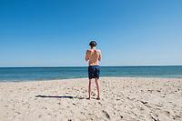 Felix lined up with sand and sea. Sagaponack beach, Bridgehampton, New York, USA