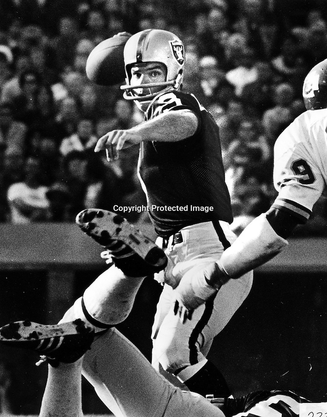Raider QB Daryle Lamonica..Photo by Ron Riesterer