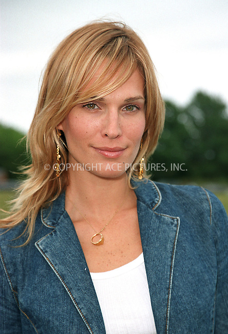 """Molly Sims at the Fifth Annual """"Super Saturday"""" designer sale and family event to benefit the ovarian cancer research fund. Water Mill, Long Island. July 27, 2002. Please byline: Alecsey Boldeskul/NY Photo Press.   ..*PAY-PER-USE*      ....NY Photo Press:  ..phone (646) 267-6913;   ..e-mail: info@nyphotopress.com"""