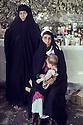 Iraq 1968 <br /> In a village, women with a child looking for medicines in a dispensary   <br /> Irak 1968  <br /> Dans un village, des femmes venant chercher des medicaments dans un dispensaire