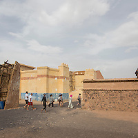 Morocco - Ouarzazate - Tourists roaming around the movie décors within Atlas Corporation Studio. Created in 1983, Atlas is the main movie studio in Ouarzazate and has been used for the production of several blockbuster movies and TV series, including Jewel of the Nile, Gladiator, The Sheltering Sky, Kundun, 007, Kingdom of Heaven, The Physician, Asterix & Obelix Mission Cleopatra, The Mummy, Ben Hur and King Tut.