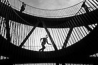 Nederland, Utrecht, 5 okt 2014<br /> Het Observatorium van Lucas Lenglet. Uitkijktoren in het Maximapark in vinexwijk Leidsche Rijn. De toren is gemaakt van staal dat inmiddels bruin geroest is. Via schuin omhoog en omlaag lopende paden kom je boven in de toren. <br /> Foto: (c) Michiel Wijnbergh