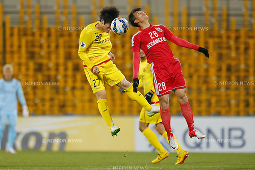 (L-R)  Kim Chang Soo (Reysol), Le Cong Vinh (Binh Duong), March 3, 2015 - Football / Soccer : 2015 AFC Champions League Group E match between Kashiwa Reysol 5-1 Binh Duong at Hitachi Kashiwa Stadium in Chiba, Japan. (Photo by Yusuke Nakanishi/AFLO SPORT) [1090]
