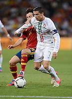 FUSSBALL  EUROPAMEISTERSCHAFT 2012   HALBFINALE Portugal - Spanien                  27.06.2012 David Silva (li, Spanien) gegen Cristiano Ronaldo (re, Portugal)