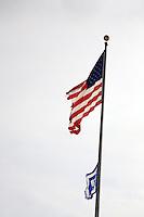USA Michigan Detroit  paesaggio urbano Bandiera americana e logo GM