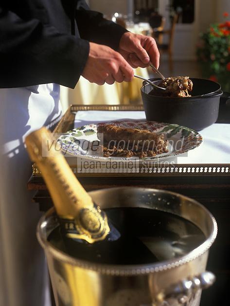 Europe/France/Champagne-Ardenne/51/Marne/Reims : Pied de porc farci au foie gras, braisé en cocotte, aux lentilles de champagne, vinaigrette aux truffes et champagne Mercier  - Recette de Gérard Boyer