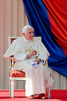 Pope Benedict XVI listens to the speech of the Czech President Vaclav Klaus during the welcome ceremony at the Prague Airport, Czech Republic, 26 September 2009.