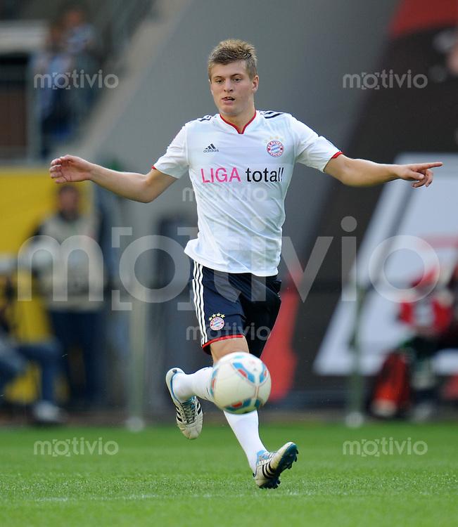 FUSSBALL   1. BUNDESLIGA   SAISON 2011/2012    2. SPIELTAG VfL Wolfsburg - FC Bayern Muenchen      13.08.2011 Toni KROOS (Bayern) am Ball