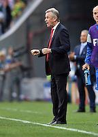 FUSSBALL WM 2014  VORRUNDE    Gruppe D     Schweiz - Ecuador                      15.06.2014 Trainer Ottmar Hitzfeld (Schweiz) jubelt nach dem 2:1