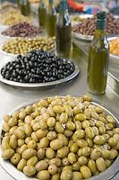 Asie/Israël/Galilée/Golan/Kyriat Shemona: le marché - détail étal olives et huile d'olive