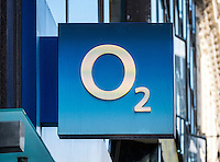 O2 Mobile Phone Shop Sign - Aug 2013.
