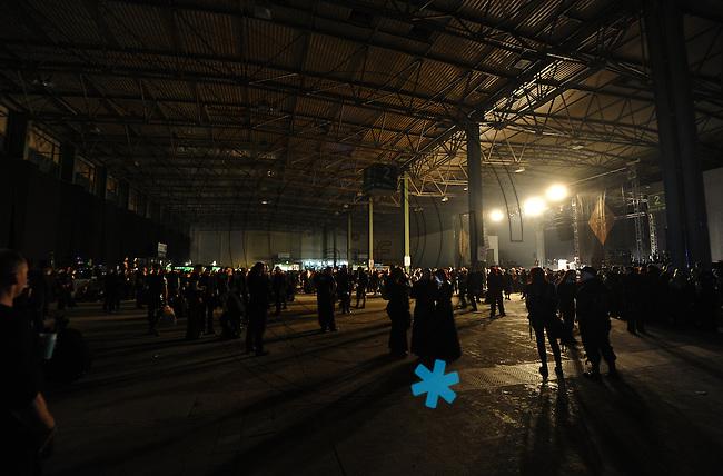 WGT 2013  - Feature - Impression - Blick in die Konzerthalle auf der Agra - Bühne und Publikum.  Foto: Norman Rembarz