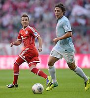 Fussball  1. Bundesliga  Saison 2013/2014  9. Spieltag FC Bayern Muenchen - 1. FSV Mainz     19.10.2013 Mario Goetze (li, FC Bayern Muenchen) gegen Julian Baumgartlinger (1. FSV Mainz 05)