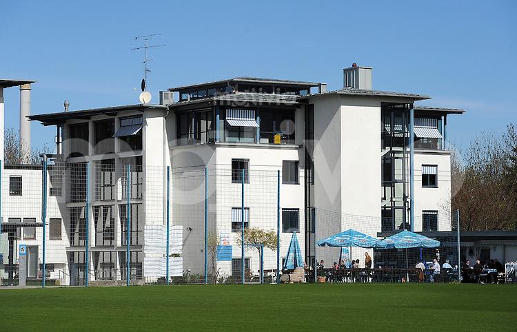 2. Fussball Bundesliga:  Saison   2010/2011, 07.04.2011 Trainingsgelaende und Geschaeftsstelle des TSV 1860 Muenchen  an der Gruenwalder Strasse