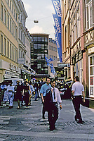 Braunschweig: Schuhstrasse--narrow street, lots of walkers. Photo '87.