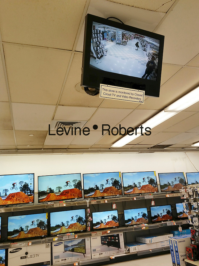 A monitor shows the video feed of a  security camera in a store in New York on Tuesday, December 27, 2016. (©  Richard B. Levine)