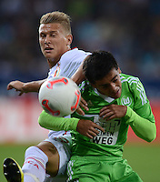 FUSSBALL   1. BUNDESLIGA  SAISON 2012/2013   3. Spieltag FC Augsburg - VfL Wolfsburg           14.09.2012 Matthias Ostrzolek (li, FC Augsburg) gegen Fagner (VfL Wolfsburg)
