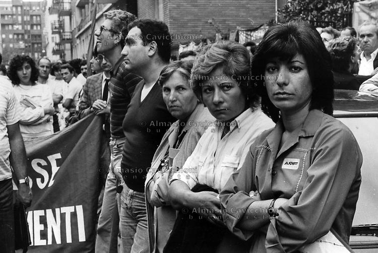 Milano: manifestazione AMF in difesa del posto di lavoro contro la chiusura della fabbrica<br />  Milan: AMF demonstration in defense of the workplace against the closure of the factory