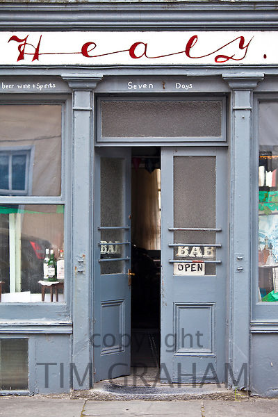 A. Healy traditional inn and public bar in Ennistymon - Ennistimon, County Clare, West of Ireland