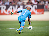 Matt Reis (1) of the New England Revolution throws the ball out during the quarterfinals of the US Open Cup at the Maryland SoccerPlex in Boyds, Md.  D.C. United defeated the New England Revolution, 3-1.