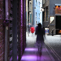 Clink Street, with Clink Prison Museum on right, Southwark, London, UK. The Clink Prison, founded 1144, gave its name as slang to all prisons. Atmospheric street scene with pedestrians. Picture by Manuel Cohen