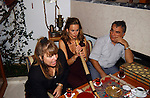Miss Nederland 2003 reis Turkije, Mascha van der Meer aan de waterpijp