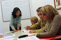 Lezione di Latino di Carla Capobianco.Upter. L' Università popolare di Roma si occupa dell' apprendimento permanente degli adulti.Popular University of Rome is responsible for Life Long Learning.
