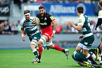 Will Fraser of Saracens goes on the attack. Aviva Premiership semi final, between Saracens and Leicester Tigers on May 21, 2016 at Allianz Park in London, England. Photo by: Patrick Khachfe / JMP