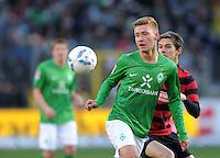 FUSSBALL   1. BUNDESLIGA   SAISON 2011/2012    20. SPIELTAG  05.02.2012 SC Freiburg - SV Werder Bremen Tom Trybull (SV Werder Bremen) mit Ball