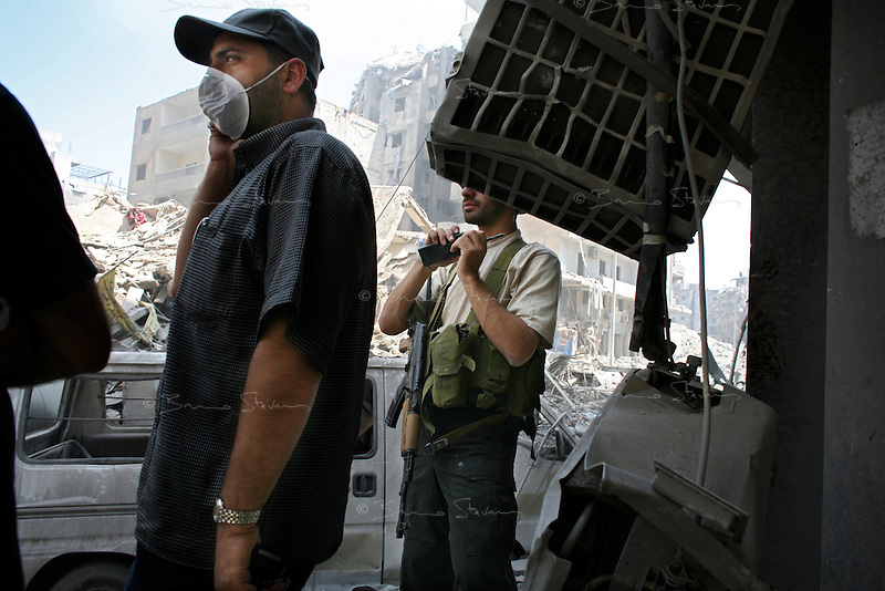Beirut, Lebanon, Aug 14 2006.Hezbollah armed fighters controlling the area. Mere hours after the beginning of the cease-fire, thousands of inhabitants return to Hareit Hreik, the main Hezbollah stronghold in the capital, constantly targeted by Israeli air force bombing raids during 33 days and almost totally destroyed as a result.
