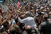 La Junta, Colorado.USA.August 7, 2004..Democratic Presidentual nominee Sen. John Kerry and VP nominee Sen. John Edwards at a rally..