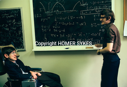 PROFESSOR STEPHEN HAWKING 1981. TEACHING STUDENTS TUTORIALS IN HIS OFFICE CAMBRIDGE UNIVERSITY ENGLAND 1980's