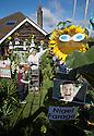 2016_08_04_sunflower_politicians