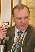 Press conference in Chiba, Tokyo, by William Hawker (holding photo of daughter Lindsay), father of murdered UK english language teacher Lindsay Ann Hawker,  Tokyo, Japan, on Wednesday, Mar. 28, 2007.