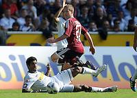 FUSSBALL   1. BUNDESLIGA   SAISON 2011/2012    7. SPIELTAG Borussia Moenchengladbach - 1. FC Nuernberg         24.09.2011 DANTE (li, Moenchengladbach) gegen Markus MENDLER (re, Nuernberg)