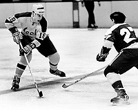 Seals Gary Croteau against the North Stars <br />(1971 photo/Ron Riesterer)