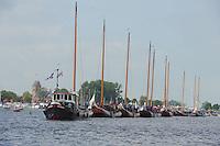 SKUTSJESILEN: GROU: Pikmar, De Tynje, Wide Ie, 19-07-2013, Openingswedstrijd SKS skûtsjesilen, traditionele sleep naar het wedstrijdwater, ©foto Martin de Jong