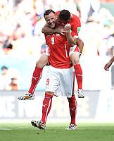 FUSSBALL WM 2014  VORRUNDE    Gruppe D     Schweiz - Ecuador                      15.06.2014 Torschuetze Haris Seferovic schultert nach dem Abpfiff Josip Drmic (beide Schweiz)