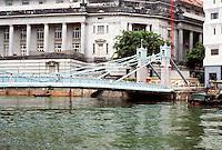 Singapore: Pedestrian Bridge, Singapore River. Photo '82.