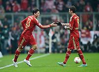 FUSSBALL   1. BUNDESLIGA  SAISON 2012/2013   15. Spieltag FC Bayern Muenchen - Borussia Dortmund     01.12.2012 Einwechslung von Mario Gomez (li, FC Bayern Muenchen) er ersetzt Mario Mandzukic (re, FC Bayern Muenchen)