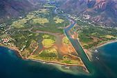 Village de Thio et l'embouchure de la rivière Thio, côte Est Nouvelle-Calédonie
