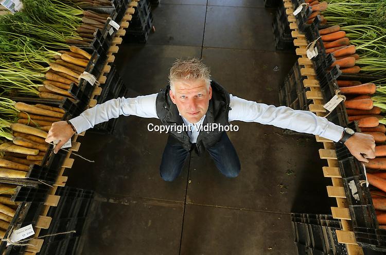 Foto: VidiPhoto<br /> <br /> WARMENHUIZEN - Zaadveredelingsbedrijf Bejo in het Noordhollandse Warmenhuizen. Het groentezaad (meer dan 1000 rassen) van Bejo wordt jaarlijks naar meer dan 100 landen wereldwijd ge&euml;xporteerd. Zowel veredeling als productie is verspreid over diverse landen. Foto: Sales manager Perry Kuilboer.