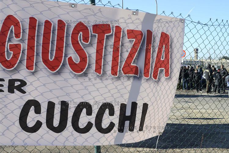 Roma, 19 Dicembre 2012.Aule bunker di Rebibbia.Presidio fuori dalle aule  per chiedere verità