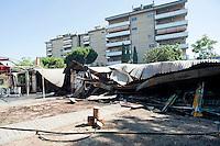 Roma 26 Giugno 2012.Incendio notturno ha completamente distrutto il centro sociale del Lamaro, a Cinecittà, «Corto circuito». Distrutto dall'incendio l'intero padiglione che ospitava l'osteria, la sala teatro, la scuola popolare e i laboratori.Nel 1991 il centro sociale  subi un attentato incendiario in cui morì il giovane diciannovenne Auro Bruni.