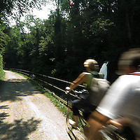 Pista ciclabile lungo il naviglio di Paderno..Bicycle path along the canal of Paderno